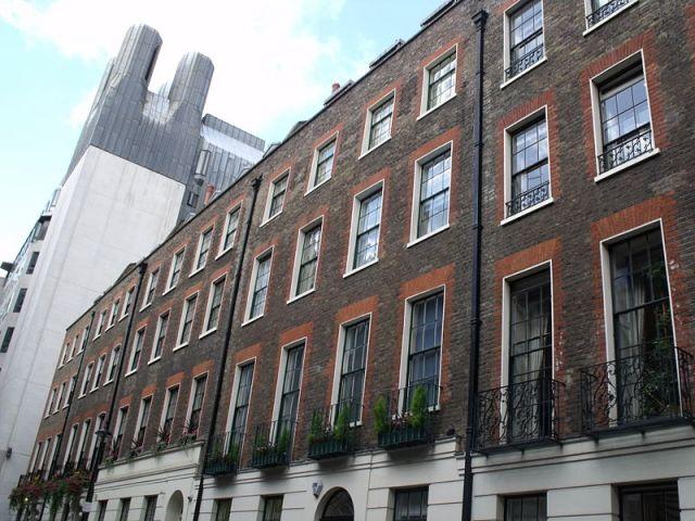800px-Benjamin_Franklin_House_-_36_Craven_Street,_London_(4026644159)