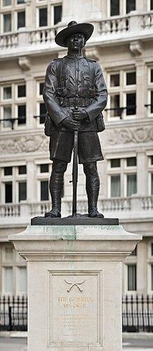 220px-Gurkha_Soldier_Monument,_London_-_April_2008