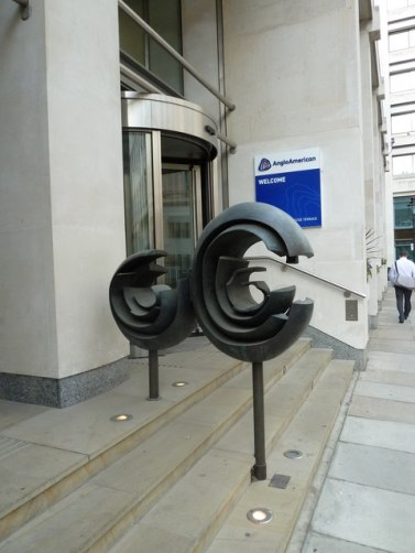 Sculptures_outside_Anglo_American